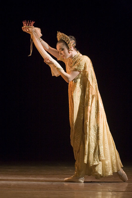 Gamzatti in La Bayadere, photo Alexander Kenney